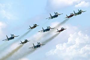 Картинки Самолеты Истребители Полет Облачно Су-27