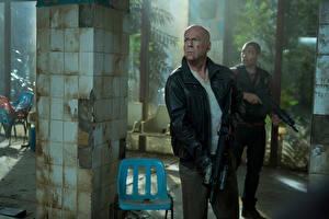 Обои Крепкий орешек Мужчины Bruce Willis Good Day to Die Hard Фильмы Знаменитости
