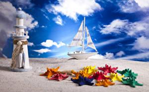 Картинка Небо Парусные Лодки Маяки Морские звезды Игрушки Облака Песке