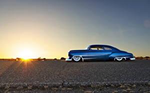 Картинки Рассветы и закаты Ретро Chevrolet Небо Асфальт Синий Сбоку hot rod Машины