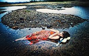 Картинка Азиаты Камень Скрипка Платья Linh Thuy Dang Девушки
