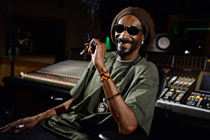 Картинки Мужчины Snoop Dogg Негр Очки Знаменитости