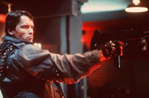 Картинки Терминатор Arnold Schwarzenegger Мужчины Автоматы Кино Знаменитости