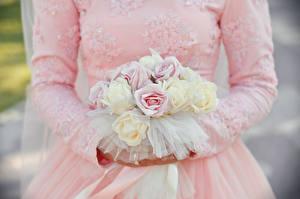 Картинки Розы Букеты Платья Невеста Свадьбы Цветы Девушки