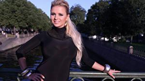 Обои для рабочего стола Анна Семенович Блондинка Знаменитости Девушки
