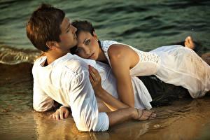 Обои Любовники Любовь Мужчины Объятие Рубашка Девушки