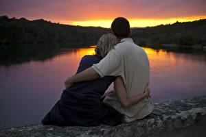 Фотографии Влюбленные пары Любовь Рассветы и закаты Объятие