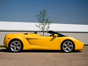 Картинки Lamborghini Желтый Сбоку Роскошные 2006 i Gallardo LP560-4 spyder Автомобили