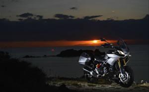 Обои Рассветы и закаты Aprilia Caponord 1200 Мотоциклы фото
