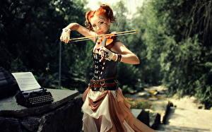 Обои Скрипки Корсет Рыжие молодая женщина