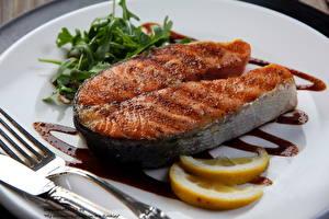 Фотография Морепродукты Рыба Вилка столовая Тарелка