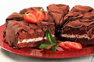 Картинки Сладкая еда Торты Шоколад Клубника Пища