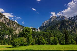 Картинка Германия Замки Горы Пейзаж Небо Нойшванштайн Бавария