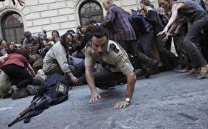 Фотография Мужчины Зомби Люди Ходячие мертвецы Эндрю Линкольн Полицейские Знаменитости