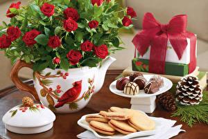 Фотография Сладости Конфеты Печенье Роза Подарки Шишка Продукты питания