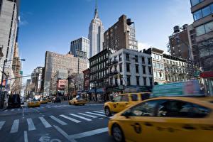 Картинка США Дороги Здания Такси - Автомобили Небоскребы Нью-Йорк Улица Manhattan Города