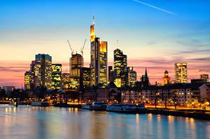 Обои Германия Здания Небоскребы Реки Франкфурт-на-Майне Ночь город