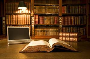 Фото Вблизи Книга Библиотека Ноутбуки