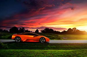 Фотографии Lamborghini Рассветы и закаты Оранжевых Сбоку автомобиль