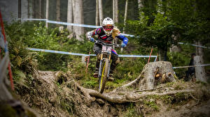 Фотографии Велосипед В шлеме спортивные Девушки