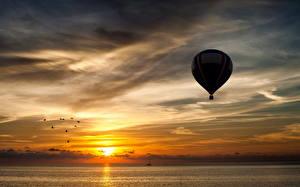 Картинка Небо Рассветы и закаты Аэростат Облака Природа Спорт
