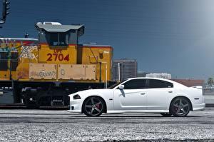 Обои Додж Белый Сбоку charger srt8 Автомобили