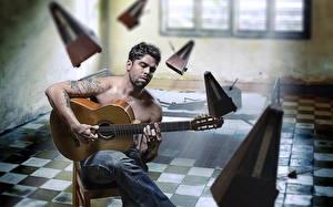 Фото Мужчины С гитарой Сидит