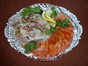 Обои Морепродукты Рыба Лук репчатый Лимоны