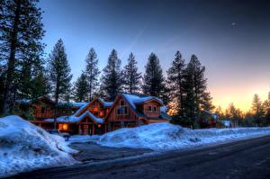 Обои Зимние Канада Дороги Сезон года Особняк Ель Снег Природа Города