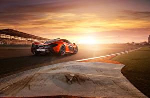 Фотографии McLaren Рассветы и закаты Дороги Сзади 2013 P1 Автомобили