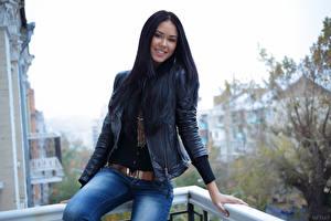 Картинки Macy B Куртка Джинсов Брюнетка молодая женщина
