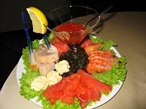 Фотографии Морепродукты Рыба Икра Креветки Лимоны Продукты питания