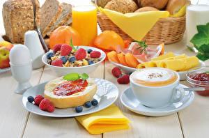 Картинки Натюрморт Фрукты Малина Черника Кофе Сыры Хлеб Сок Апельсин Мюсли Яйцо Пища