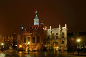 Картинки Польша Здания Гданьск Ночные Уличные фонари Улица