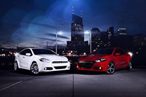Картинки Dodge Здания Красная Белых В ночи Уличные фонари 2012 Dart авто Города