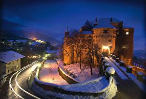 Фото Италия Замки Зима В ночи Снегу Schenna Города