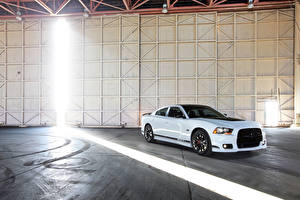 Фото Dodge Белые 2013 Charger SRT8 машина