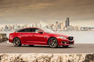 Картинка Jaguar Здания Красные Сбоку Металлик 2014 XJR машина Города