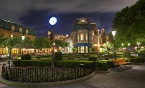 Обои США Диснейленд Парки Часы Калифорния Анахайм Дизайн HDRI Ночью Скамья Кустов город