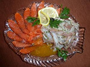 Картинка Морепродукты Рыба Лимоны Тарелка Пища