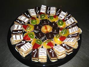 Обои Сладости Пирожное Шоколад Фрукты Тарелке Пища