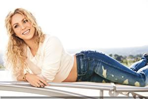 Фотографии Shakira Джинсы Музыка Девушки Знаменитости