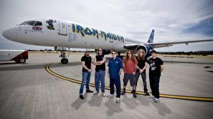 Фотографии Iron Maiden Самолеты Пассажирские Самолеты Мужчины Знаменитости