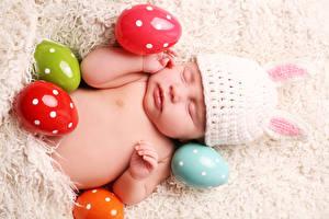 Фотография Праздники Пасха Младенцы Спит Шапки Яйцо Дети