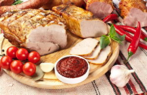 Фотография Мясные продукты Ветчина Помидоры Перец Чеснок Кетчуп Пища