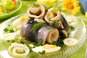 Фото Морепродукты Рыба Огурцы Яйца Рольмопс