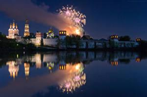 Фото Россия Москва Храмы Реки Фейерверк Ночь Новодевичий монастырь город