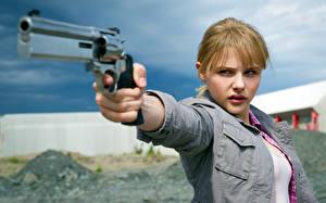 Картинка Пипец Пистолет Хлоя Грейс Морец 2 Девушки