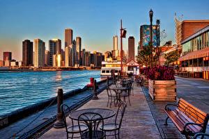 Фото США Небоскребы Реки Улица Стул Столы Скамья Чикаго город Города