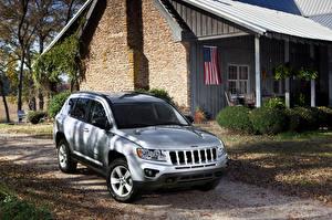 Картинка Jeep Дома Серебристый 2011 Compass машины